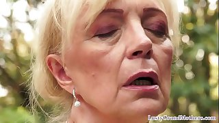 Pussylicked grandma drilled outdoors