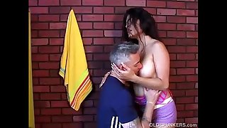 Spicy amateur latina MILF loves to fuck