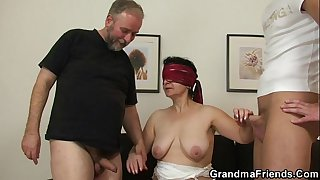 She enjoys two cocks from both side