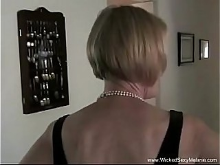 Amateur Granny Exposes Her Slutty Side